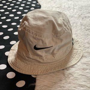 Nike tan bucket hat